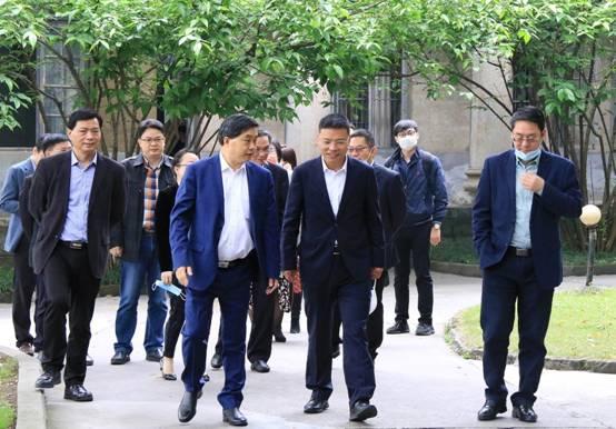 云南盐业董事长、云南能投股份总经理周立新到久大公司参观考察